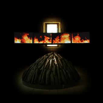 Videoinstallazione con immagine di fiamme