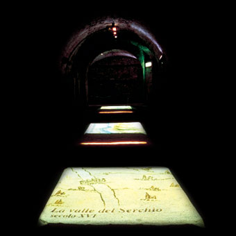 Proiezioni a pavimento con mappe interattive di Lucca