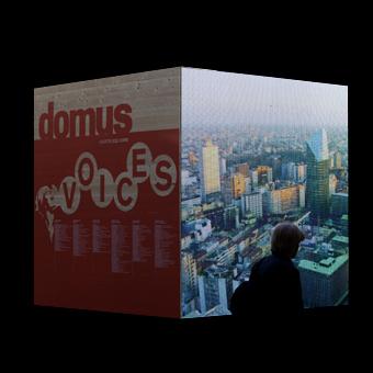Installazione Domus - Voices con immagine della città di Milano