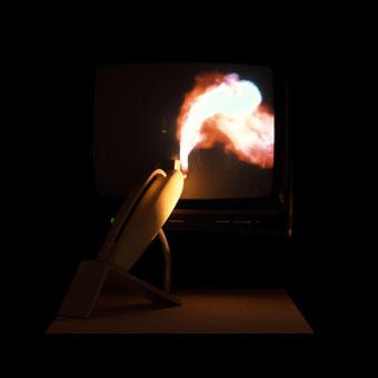 Videofumo: interazione tra oggetto e immagine del fumo nello schermo del televisore