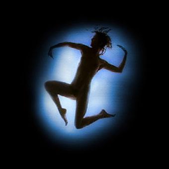 Figura umana proiettata su pavimento sensibile