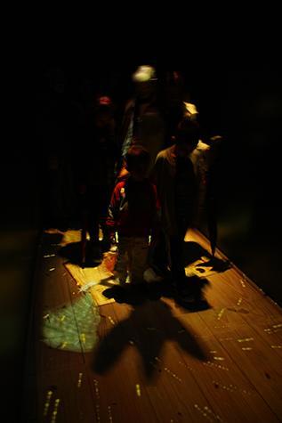 Ombre di passaggio, ambiente sensibile dedicato a Pinocchio di Studio Azzurro