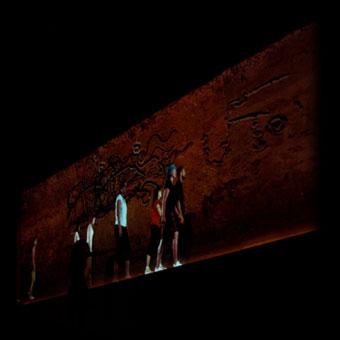 Proiezione interattiva di abitanti di Santa Fe in cammino