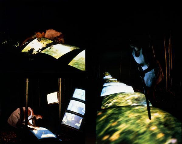 Scene da Correva come un lungo segno bianco, con attori e monitor
