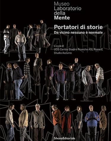 Copertina del catalogo Portatori di storie. Da vicino nessuno è normale